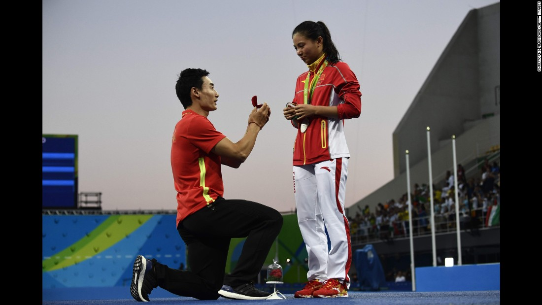 "China's Qin Kai <a href=""http://www.cnn.com/2016/08/14/sport/china-diving-marriage-proposal-rio-2016-olympics/index.html"" target=""_blank"">proposes to fellow diver He Zi</a> after she received silver in the 3-meter springboard on Sunday, August 14."
