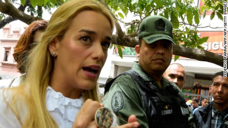 Antonieta Mendoza (L), and Lilian Tintori (C), mother and wife of Venezuela's jailed opposition leader Leopoldo Lopez speak with a member of the national guard outside the court in Caracas on July 7, 2016.  Jailed opposition leader Leopoldo Lopez was due to appear in court later today to lodge an appeal, but the hearing was postponed. / AFP / FEDERICO PARRA        (Photo credit should read FEDERICO PARRA/AFP/Getty Images)