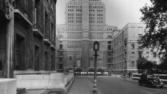 The 209-feet Senate House, built in 1937, was London