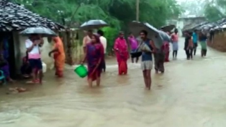 india flooding van dam cnni nr lklv_00000822