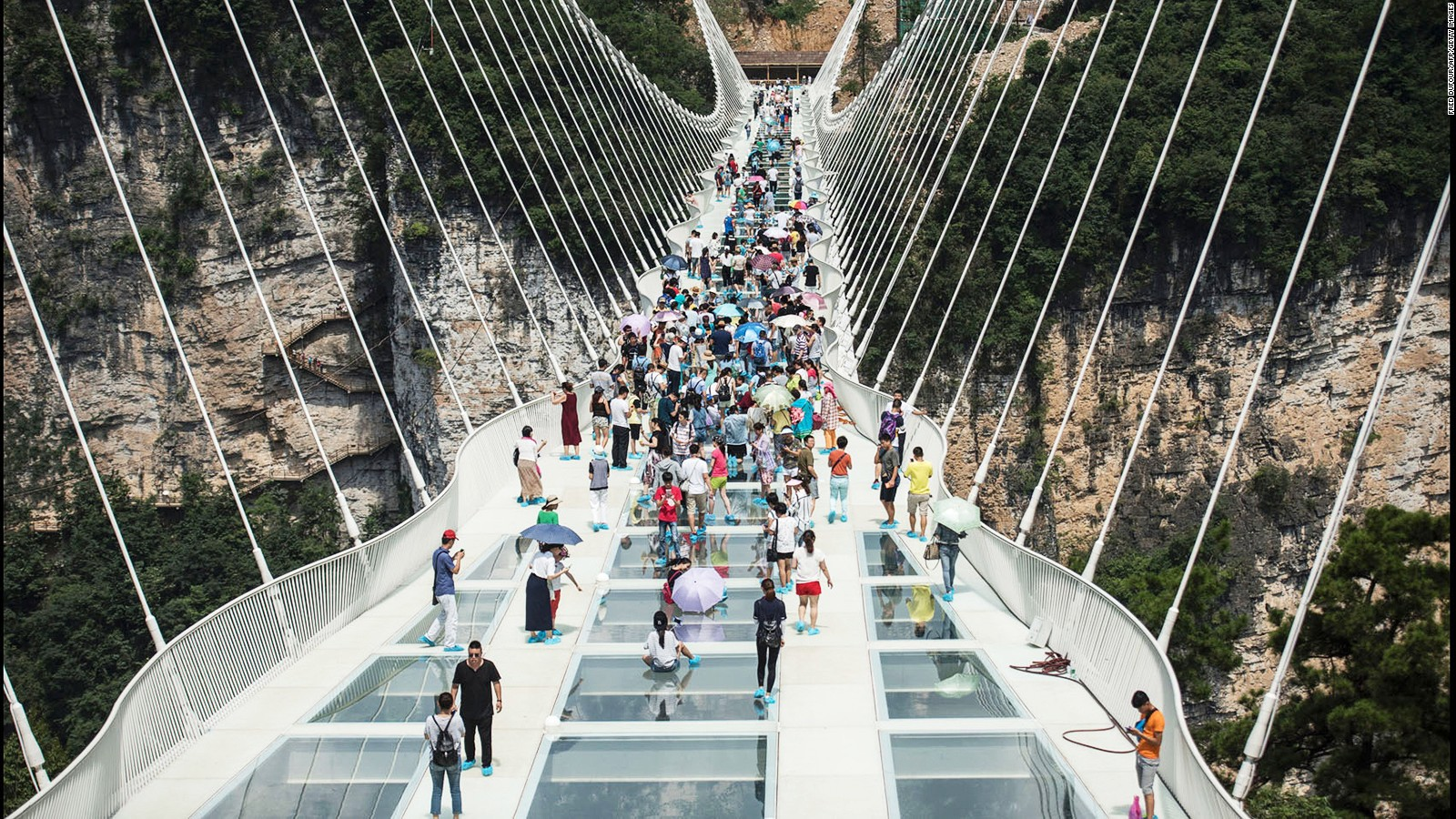 Hongyagu glass bridge, world's longest, opens in Hebei