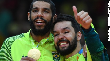 Gold medallists Brazil's Wallace Leandro De Souza (L) and Brazil's William Peixoto Arjona pose on the podium after the men's Gold Medal volleyball match at the Maracanazinho stadium in Rio de Janeiro on August 21, 2016, at the Rio 2016 Olympic Games. / AFP / Kirill KUDRYAVTSEV        (Photo credit should read KIRILL KUDRYAVTSEV/AFP/Getty Images)