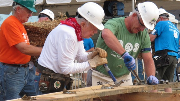 """Former President Jimmy Carter, center, works on a Habitat for Humanity construction project on Monday, Aug. 22, 2016 in Memphis, Tenn. On Monday, Carter said he thought he had just a few weeks to live during his battle with cancer a year ago. """"Now I feel pretty certain about my cure and the cancer being in remission, but the doctors are still keeping an eye on me,"""" he said. (AP Photo/Adrian Sainz)"""