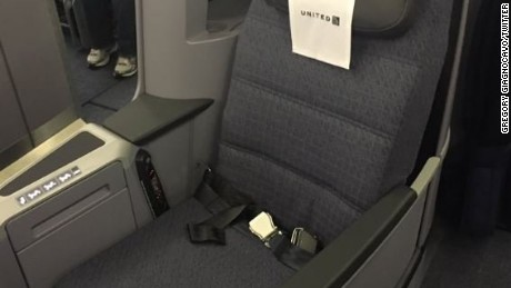 14 Passengers And 2 Crew Members On A United Airlines Flight UA880 Traveling From