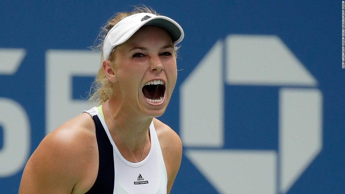 Caroline Wozniacki reached the third round in New York by beating former champion Svetlana Kuznetsova.