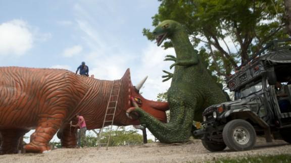 "The ""Jurassic Park"" simulation includes dinosaur statues."