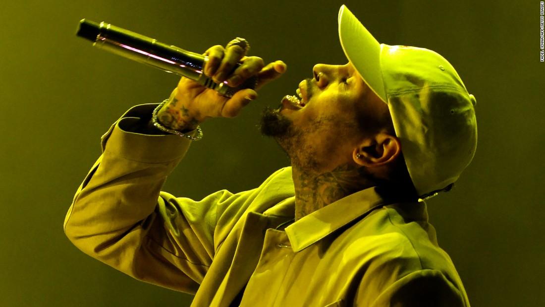 Chris Brown hat ein neues Gesicht tattoo
