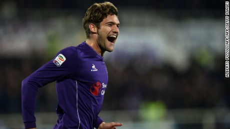 Fiorentina's Spanish defender  Marcos Alonso Mendoza celebrates after scoring a goal during the Italian Serie A football match between Acf Fiorentina and Napoli on February 29, 2016 at the Artemio Franchi stadium in Florence. / AFP / ALBERTO PIZZOLI        (Photo credit should read ALBERTO PIZZOLI/AFP/Getty Images)