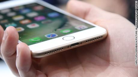iPhone 7 eliminates headphone jack: Harmful to your health? - CNN