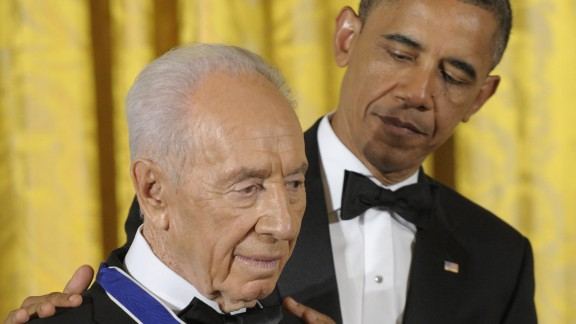 President Barack Obama awards Israeli President Shimon Peres the Presidential Medal of Freedom, the nation