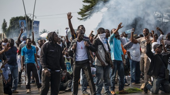 TOPSHOT - Supporters of Gabonese opposition leader Jean Ping face security forces (unseen) blocking the demonstration trying to reach the electoral commission in Libreville on August 31, 2016, as part of a protest sparked after Gabon