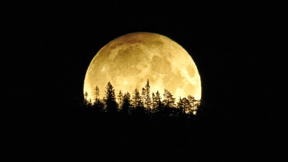 A luminous harvest moon has stargazers under its spell. Lisbett Lindstad caught this image early Saturday, September 17, in Vikersund, Norway.