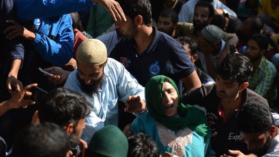 Mourners attend Nasir Shafi
