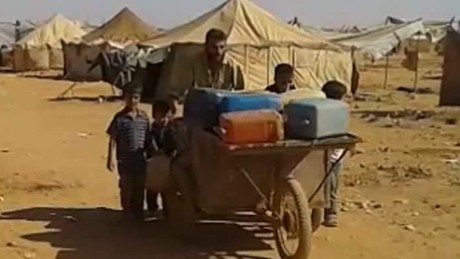 Thousands of Syrian refugees languish in the desert