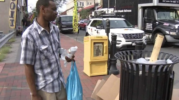 two men find bomb trash can elizabeth nj pkg _00000322.jpg