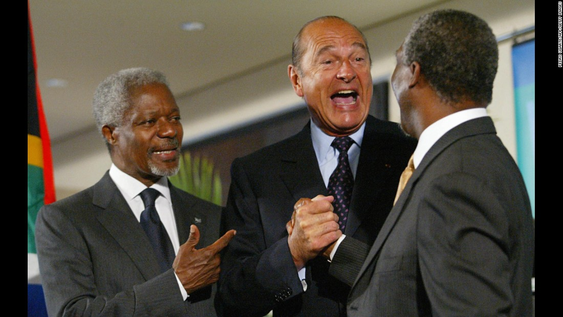 South African President Thabo Mbeki shakes hands with Chirac in 2002. United Nations Secretary-General Kofi Annan is on the left.
