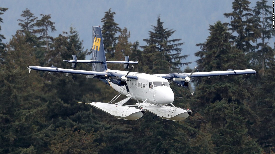 A seaplane carries the couple to the Vancouver Harbour Flight Centre on September 25.
