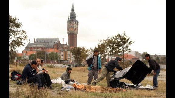 """Displaced from """"The Jungle"""" camp, Afghan migrants congregate in Calais"""