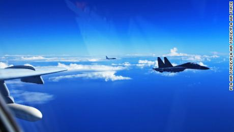Chinese SU-30 fighters fly over the Pacific in 2016.
