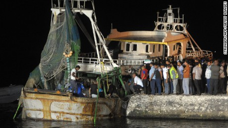 The wreck of the capsized migrant boat arrives in Rosetta