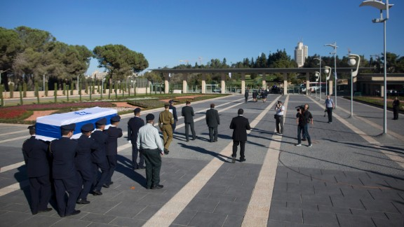 Guards carry the coffin of former Israeli President Shimon Peres to Mount Herzl, Israel