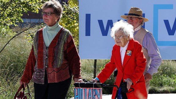 Ruline Steininger, 103, arrives at a Hillary Clinton campaign rally in Des Moines, Iowa, on Thursday, September 29. Steininger also met with the Democratic nominee and cast her early vote.