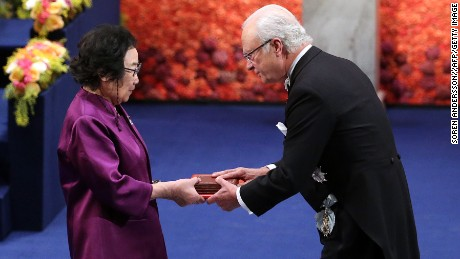 Le scientifique chinois Tu Youyou a reçu le prix Nobel de médecine en 2015.
