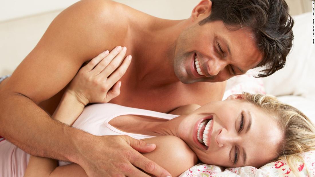 первая интимная связь фото показывает куда