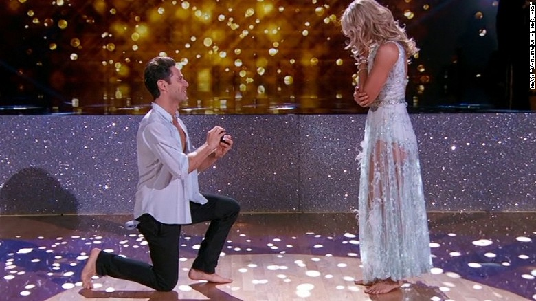 Surprise marriage proposal on 'Dancing With the Stars'