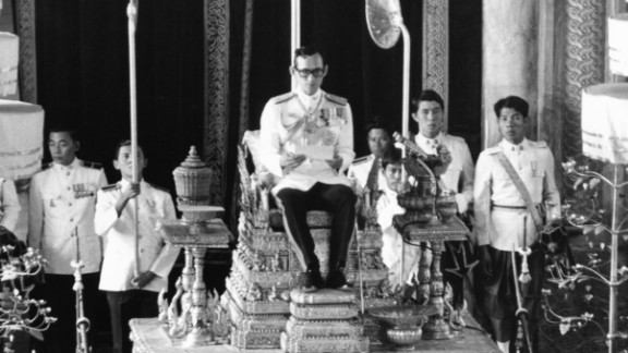 The King convenes the first meeting of his country