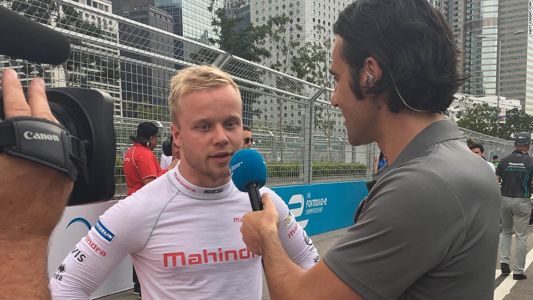 Sweden's Marcus Rosenqvist, who replaced Bruno Senna at Mahindra Racing, talks to Indy Car legend-turned Formula E commentator, Dario Franchitti.