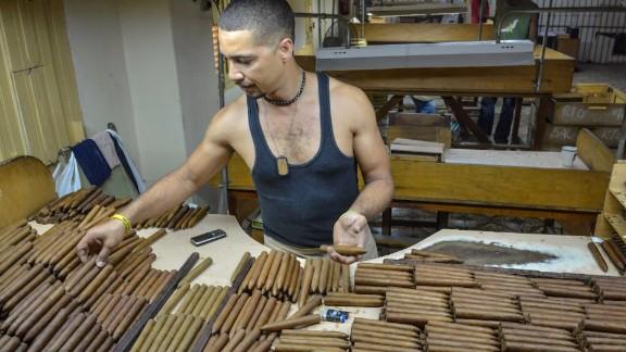 Cuba Obama eases trade restrictions Oppmann lkl_00005705.jpg