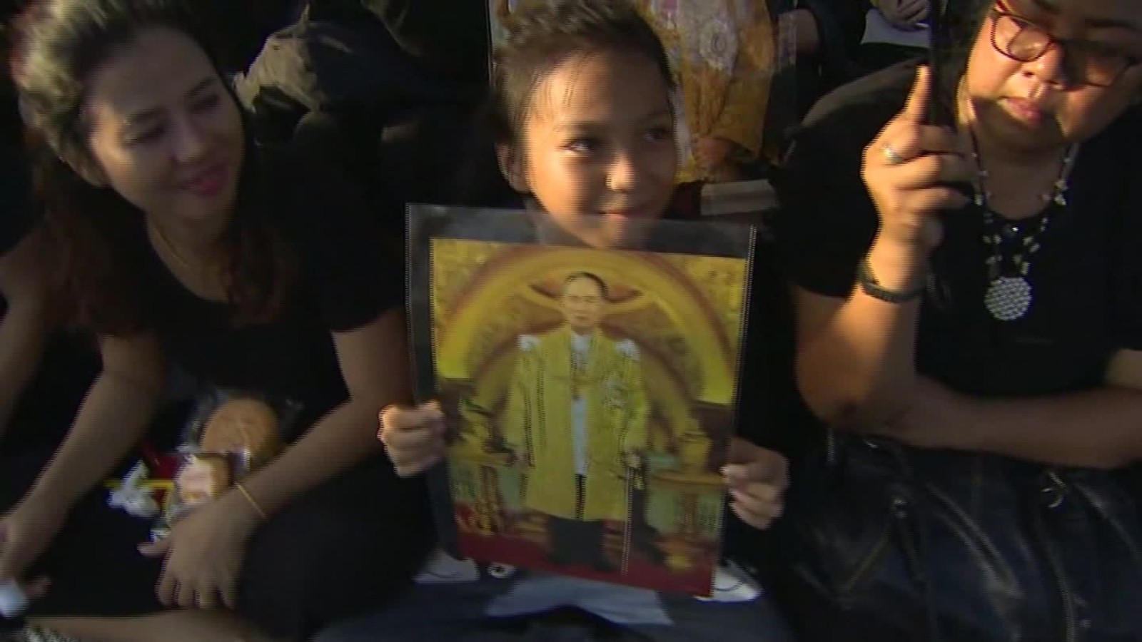 Thai people mourn the death of their king