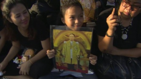 thai king year of mourning starts ripley lok_00002002.jpg