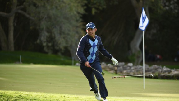 While most amateurs would play 18 holes in four or five hours, speed golfers have been known to romp around a course -- usually a distance of between five and six miles -- in under 40 minutes.<br />