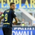Icardi Inter anxious glance