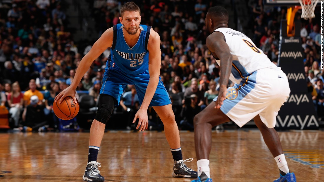 "Parsons, a small forward coming off a season at Dallas where he averaged 13.7 points and 4.7 rebounds, signed a staggering four-year $94 million deal with Memphis in July. Parsons has yet to make an All-Star team, or average more than 16.6 points in a season; maybe that's why 38-year-old Grizzlies owner Robert Pera <a href=""https://twitter.com/RobertPera/status/749042606622052353"" target=""_blank"">tweeted a GIF</a> of a child throwing money out a window the night of the deal."