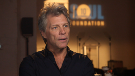 Jon Bon Jovi offers free meals to federal workers