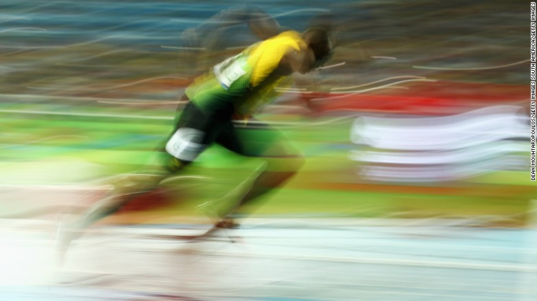 161026080942-usain-bolt-blurred-running-