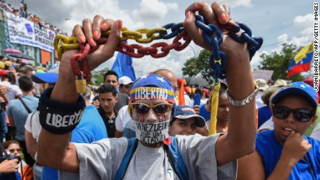 Venezuelan protesters and police clash for second day