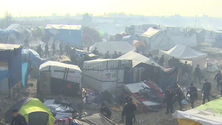 Children to sleep in burned-out refugee camp