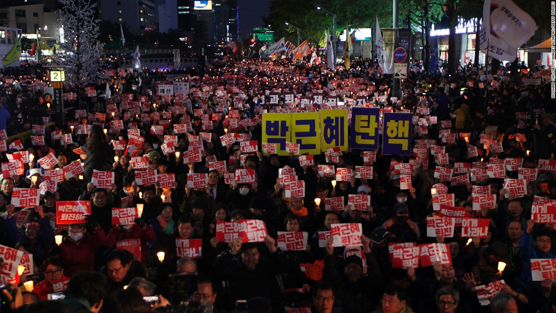 """The Choi Soon-Sil crisis revealed that President Park Geun-Hye has neither the ability nor capacity to administer the government,"" protest leader Han Sun-bum said Saturday. ""So we've gathered to demand Park resign, and we are going to keep protesting to urge for resignation until Park steps down."""