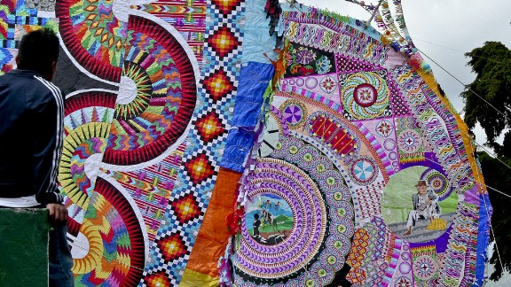 The main objective of the cultural and religious tradition is to honor the dearly departed in a spectacle of color and allow the younger generations to express their art by painting the giant kites.