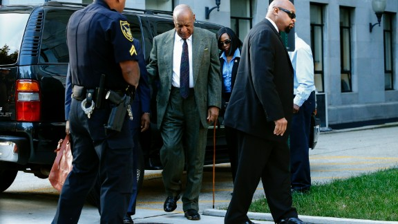 Comedian Bill Cosby(C) arrives at the Montgomery County courthouse for a trial hearings in the sexual assault case against him in Norristown, Pennsylvania on November 2, 2016. / AFP / KENA BETANCUR        (Photo credit should read KENA BETANCUR/AFP/Getty Images)