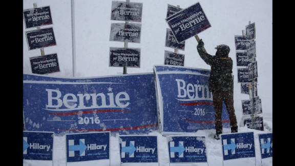 A campaign worker brushes snow off Sanders signs in Manchester, New Hampshire, on February 5, 2016. Sanders won the New Hampshire primary a few days later.