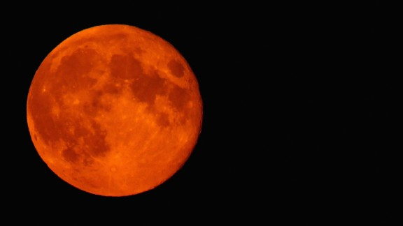 HIGH WYCOMBE, ENGLAND - SEPTEMBER 09:  A blood red Supermoon is seen rising in the sky on September 9, 2014 in High Wycombe, England.  (Photo by Richard Heathcote/Getty Images)