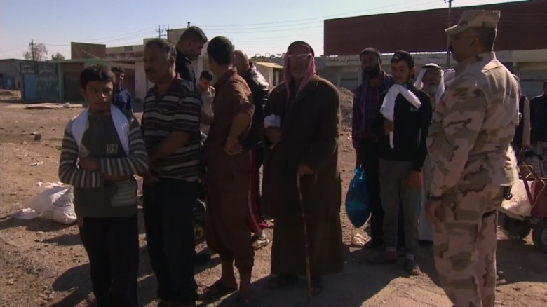 Civilians flee Mosul