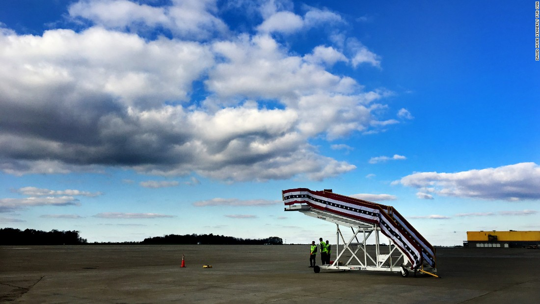 Ground crews await Trump's arrival for a rally in Wilmington, Ohio, on November 4.