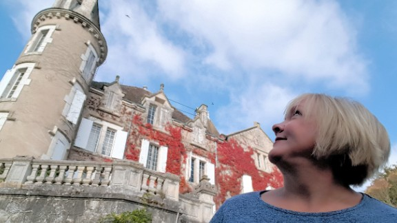 Kenner is inspired by Chateau de Cadres, as it allows to her embrace the past.