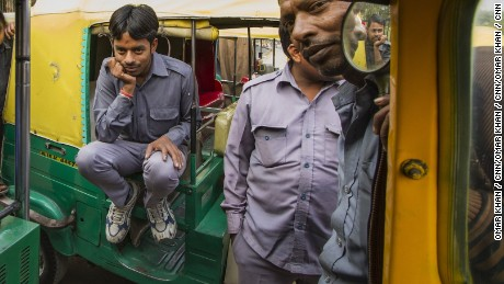 Lower incomes slashed amid India's corruption crackdown